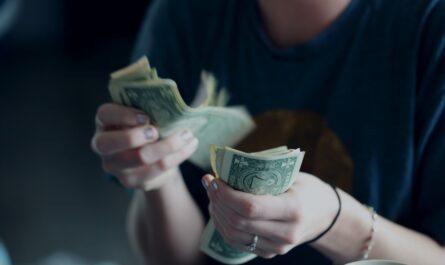 Za půjčky můžete zaplatit poměrně vysoké poplatky.